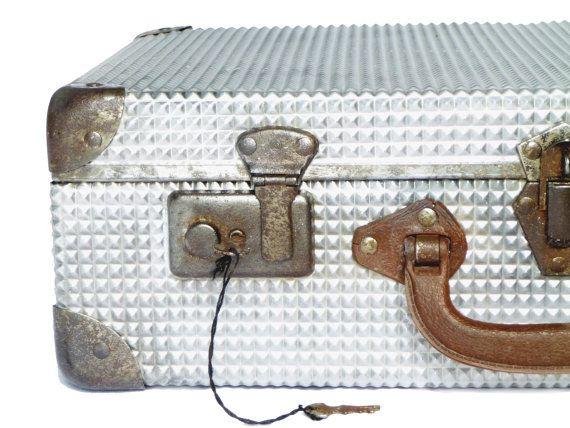 Valise en métal aluminium vintage français par LeGrenierDeFrancine