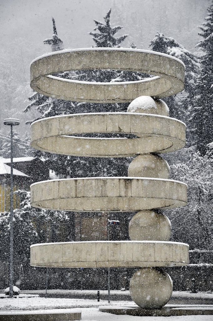 Stargate Fountain in Como, by Cesare Cattaneo and Marco Radice, designed in 1935, built in 1960.