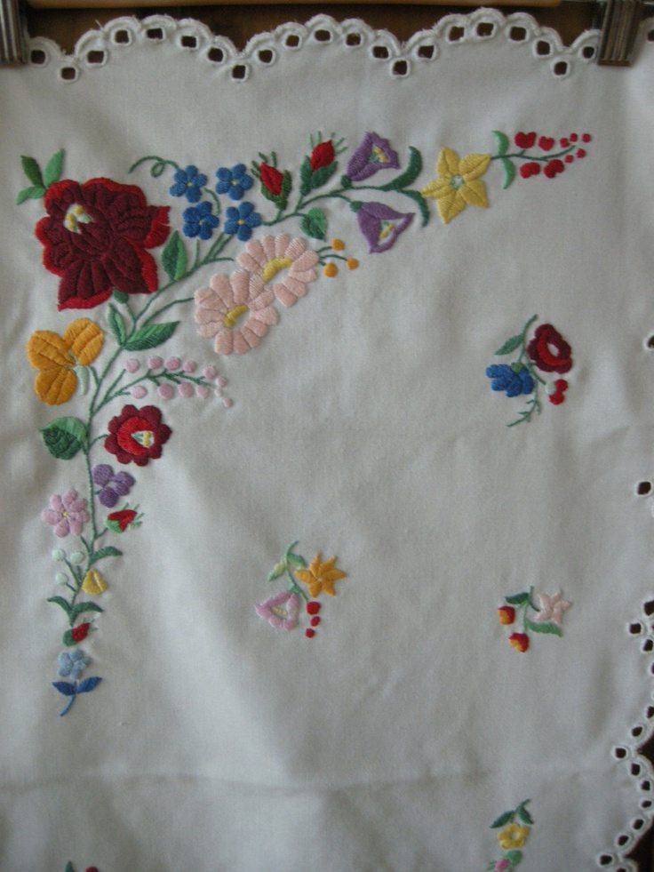 Hand embroidered table runner - I used to do this kind of embroidery before :)