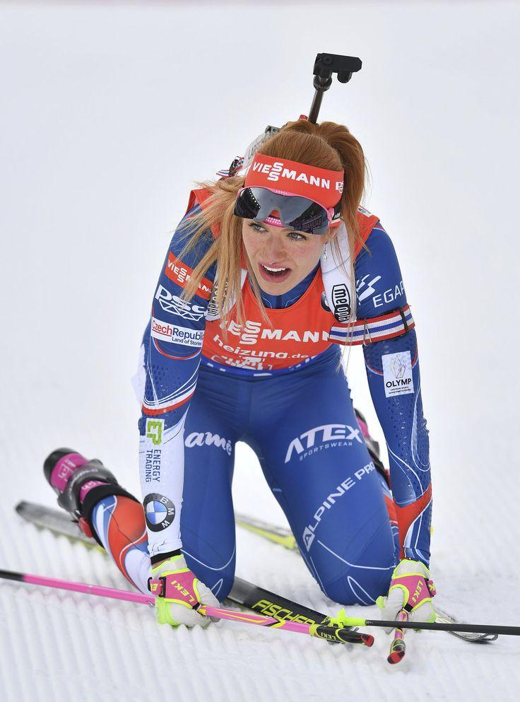 Vyčerpaná Gabriela Koukalová v cíli stíhačky na MS v biatlonu