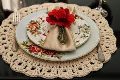 Estas bonitas ideas te serán de utilidad a la hora de montar tu mesa o adornarla, los individuales a crochet, son accesorios que sirven tam...