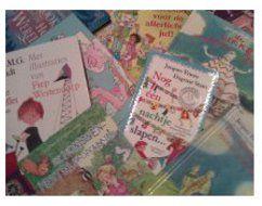BOEKORIËNTATIE   Door kinderen bewust te maken van hoe een boek er uit ziet, wordt het gemakkelijker voor hen om zelf een boek te kiezen dat hen aanspreekt. Hier vind je verder ideeën om met de kinderen te praten over de schrijver, de tekenaar, de kaft, de titel en de film.