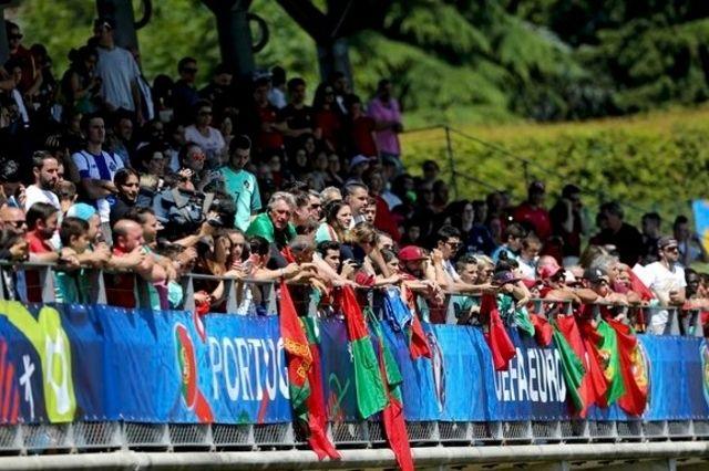 Décrassage sous le soleil et les vivats pour Ronaldo