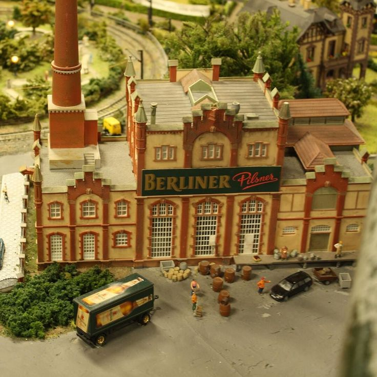 #berlinerpilsner fabrik i miniature set i #loxxamalex #alexanderplatz #berlin #berlinerpils #berlin #berliner #alexaamalexanderplatz #loveberlin #loveberlin #deutschland #haupstadt #haupstadtberlin #berlinerblogdk @berlinerblog.dk