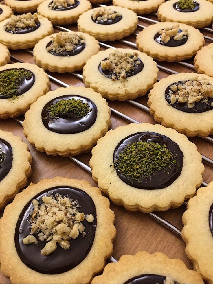 Çikolatalı Fındıklı Fıstıklı Kurabiye #çikolatalıfındıklıfıstıklıkurabiye #kurabiyetarifleri #nefisyemektarifleri #yemektarifleri #tarifsunum #lezzetlitarifler #lezzet #sunum #sunumönemlidir #tarif #yemek #food #yummy