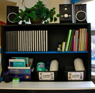 Teacher Organization using binders and pocket folders