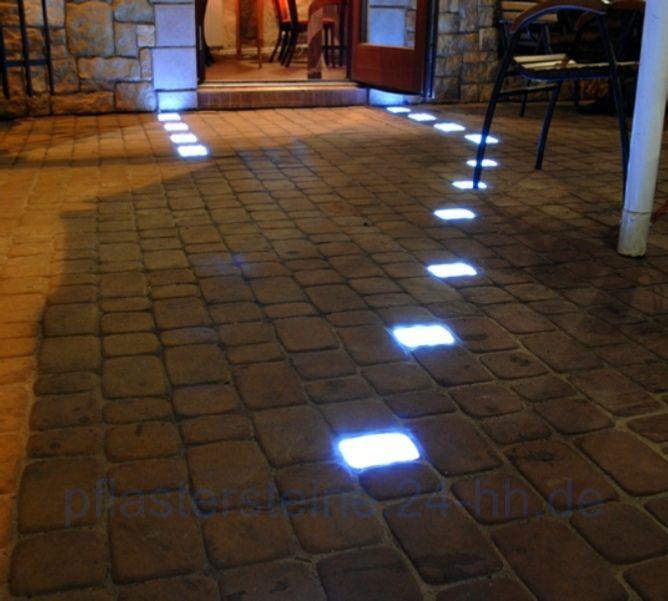 Simple Leuchten machen in der Nacht einen attraktiven Eindruck und sehen am Tag praktisch einheitlich aus Einzigartigen leuchtenden Pflastersteine f r