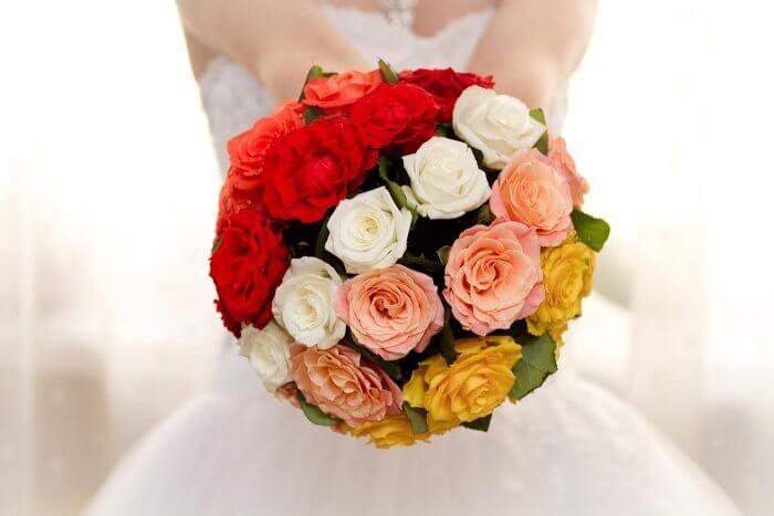 Die besten 25 Brautstrau weie rosen Ideen auf Pinterest  weie Blumenstrue weie Rosen