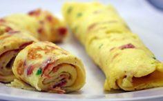 Omelet met spek en tuinkruiden. Ontbijt recept voor koolhydraatarm dieet.