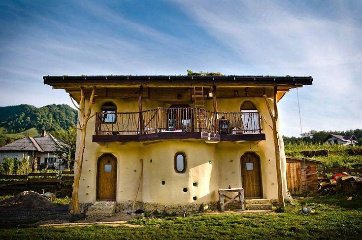 Popasul Verde, așa-i zice acestei case din baloți de paie de la Sângeorz-Băi