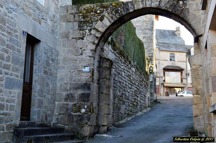 Treignac (Trainhac en occitan) est un village français, situé dans le département de la Corrèze et la région du Limousin. Commune du parc naturel régional de Millevaches en Limousin, son relief de montagne offre de magnifiques paysages.  Ses habitants...