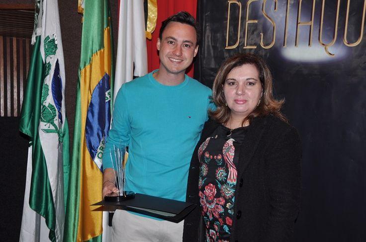 A Brainbox 360 (empresa do Grupo OM Comunicação Integrada) foi homenageada no evento Tecnológica Destaque 2017, promovido pela Universidade Tecnológica Federal do Paraná (UTFPR) nesta semana.                 O diretor de Embalagem e Inovação da Brainbox, Ludger Tamaoki, recebeu o troféu das...