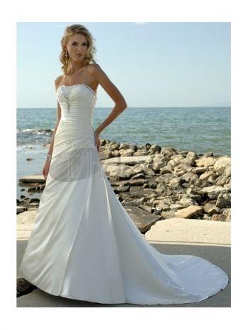 Abiti da Sposa Spiaggia-Una linea di abiti da sposa spiaggia senza spalline con pieghe