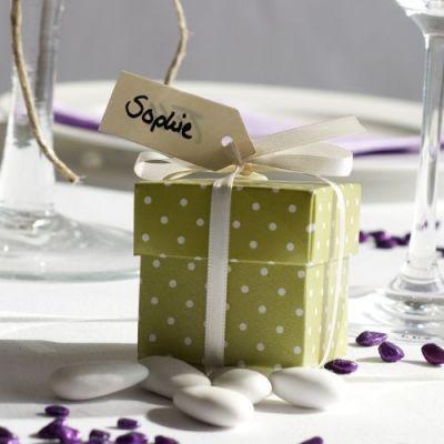 Hochzeitsmandeln mit Kästchen grün mit Punkten - kann man auf dieser Seite direkt fertig kaufen (Gastgeschenk, ich find halt die Boxen süß ;-))