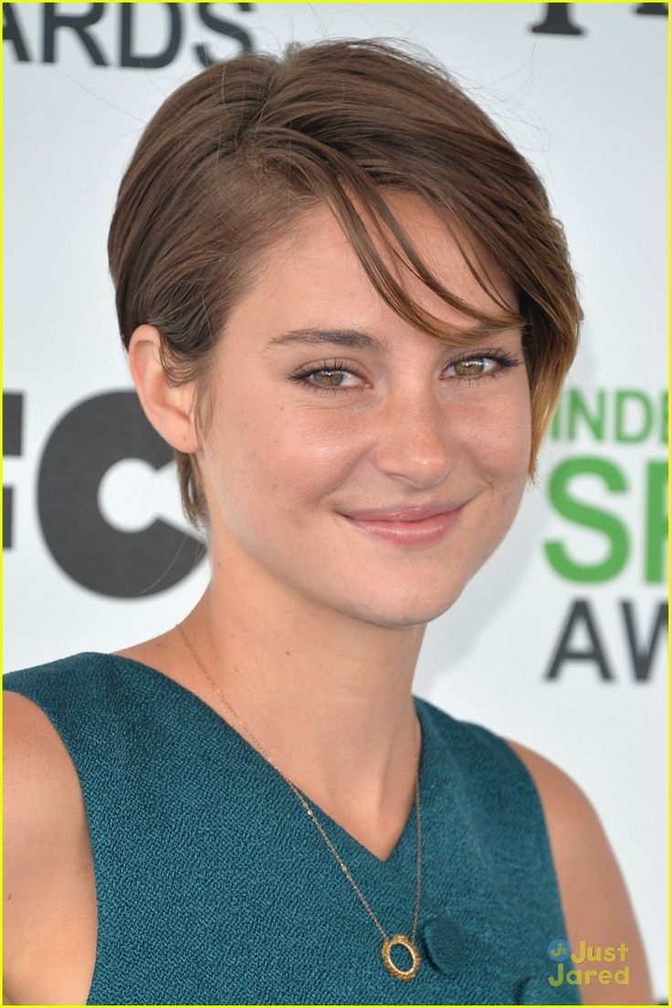 Shailene woodley proudly shows off her midriff while attending the 2014 film independent spirit awards held