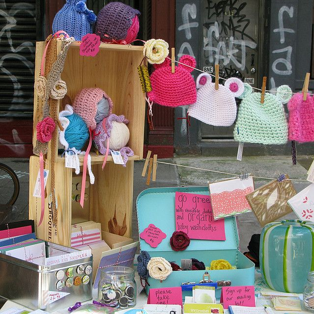"craft show by cutiepie company - Using ""clothesline"" to hang light items."