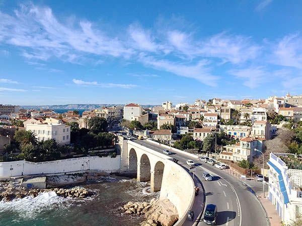 """La cité Phocéenne recèle bien des spots secrets. Le blog """"Les Marseillaises"""" a déniché pour vous le meilleur -et seulement le meilleur- des lieux à découvrir et à tester. Où sortir à Marseille? Quelles balades faire à Marseille? Quels sont les meilleurs restaurants à Marseille? Découvrez nos bons plans sorties, meilleur brunch, rooftop insolite et plus encore… par ici!"""