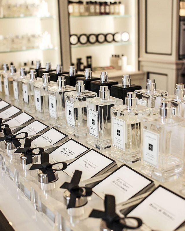 WEBSTA @ simply.selma - Visiting @parfumerie_douglas while in Vienna was an absolute must! One of the things I just had to try was the famous @jomalonelondon Pomegranate Noir ❤ It's a gorgeous, gorgeous scent - I just love the combo of spicy cloves, pomegranate, pink pepper and cedar  It will become a part of my fragrance collection next time I travel!