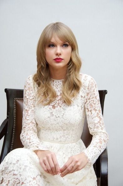Taylor Swift {love this dress!!}