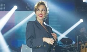 Τη Βανδή περιμέναμε την Τάμτα θα δούμε   Τι κι αν περιμέναμε να δούμε τη Δέσποινα Βανδή να πρωταγωνιστήσει στο μιούζικαλ Cabaret αλλά την Τάμτα θα δούμε.  from Ροή http://ift.tt/2lSX7nk Ροή