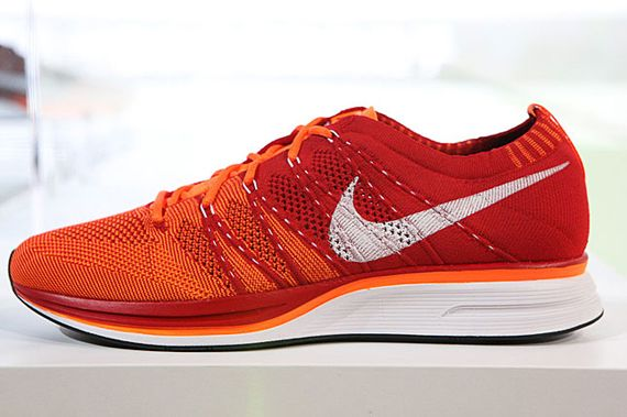 Nike Flyknit Racer (red-orange)