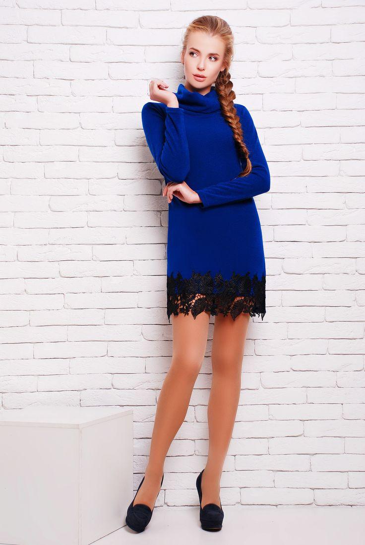 """Платье с черным кружевом цвет синий  ПАТИ - элегантное однотонное платье из мягкой ангоры полуприлегающего силуэта с красивым кружевным декором по низу переда. Платье в длине мини. Воротник - """"хомут"""". Платье подходит как для повседневного гардероба, и как более вечерний вариант."""