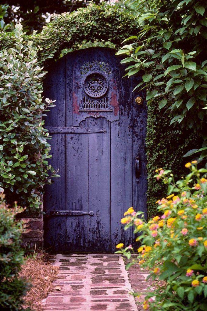 Garten Tor Garten Tor Les Jardins Formels Sont Symetriques Et Geometriques Et Sont Stricts En Termes De R Garden Doors Secret Garden Door Green Front Doors