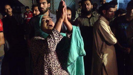 """PAKISTAN Talebani a Lahore: """"Volevamo uccidere i cristiani"""". Ma fra le vittime vi sono anche donne e bambini musulmani (video) asianews.it L'attacco al parco per bambini Gulshan-i-Iqbal compiuto da quattro terroristi; tre sono fuggiti, uno si è fatto esplodere. Si tratta di Muhammad Yousaf, ventenne,"""