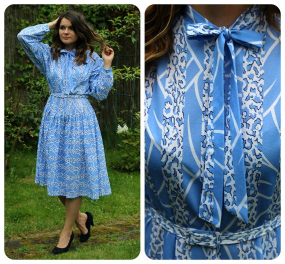 Vintage elegant and chic midi blue dress with white pattern from 70s