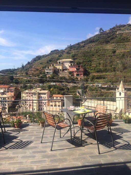 Bed & Breakfast in Riomaggiore, Italy. Le camere semplici ma curate e confortevoli, sono state recentemente ristrutturate. Sulla terrazza o nella saletta potrete gustare tranquillamente la vostra colazione godendovi il panorama