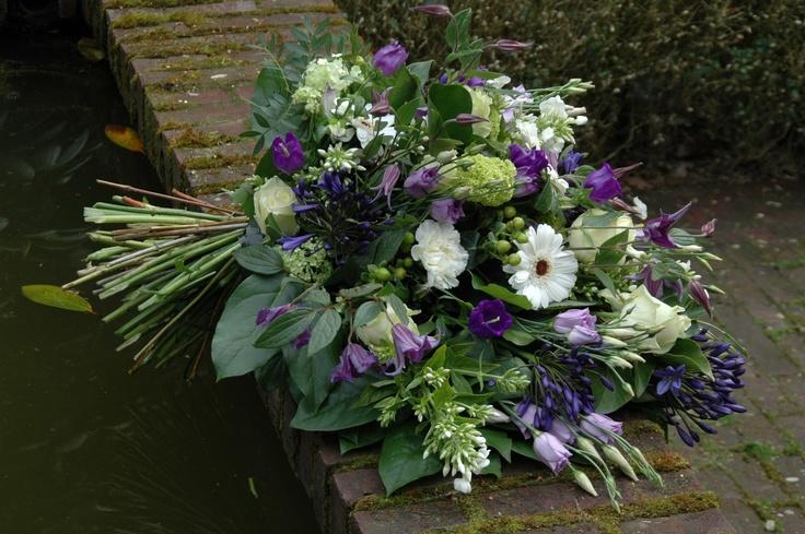 Rouwboeket paars/wit BLOM