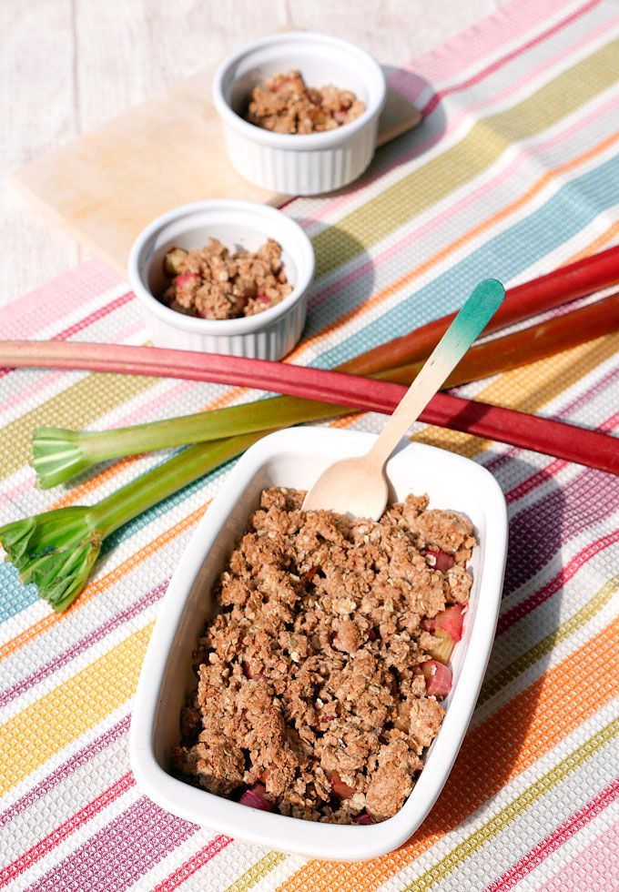 Rezept Rhabarber: Gesundes Rhabarber-Crumble mit Haferflocken     Recipe rhubarb crumble