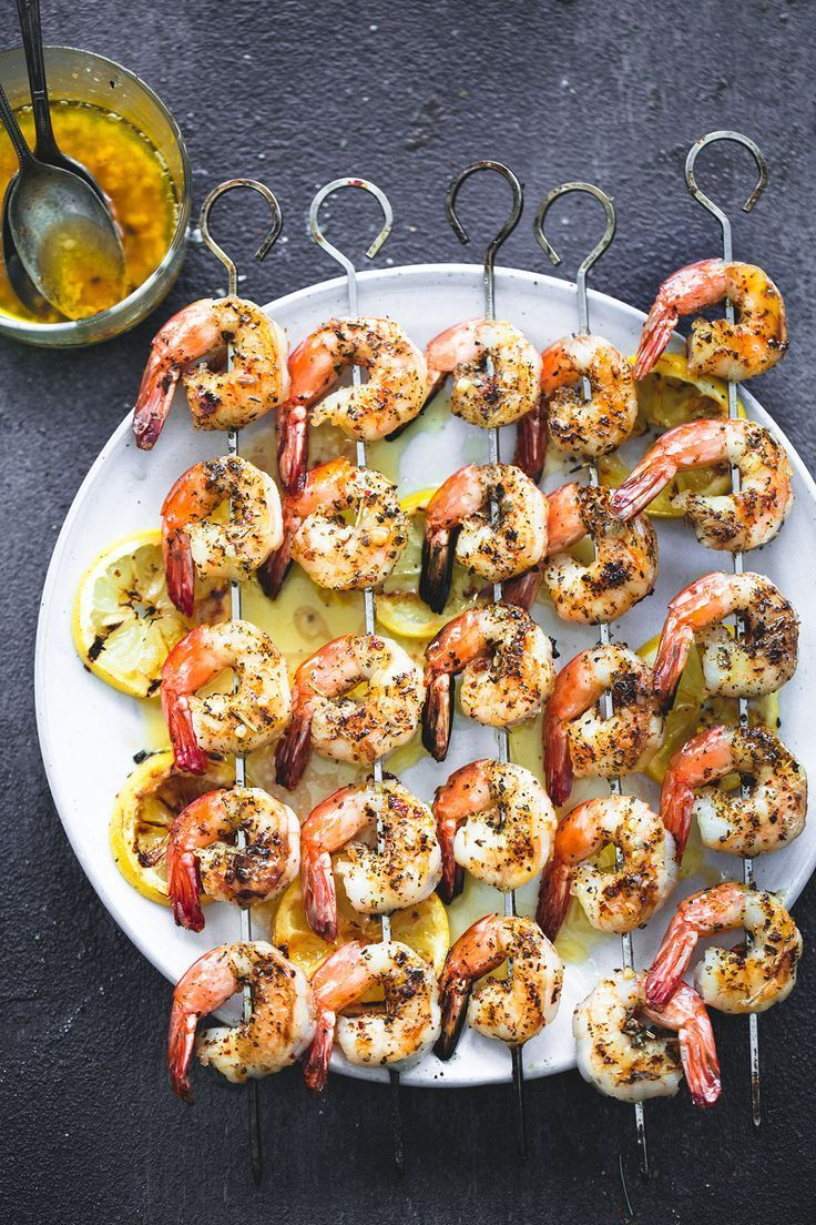 Easy Grilled Lemon Garlic Shrimp | http://lecremedelacrumb.com