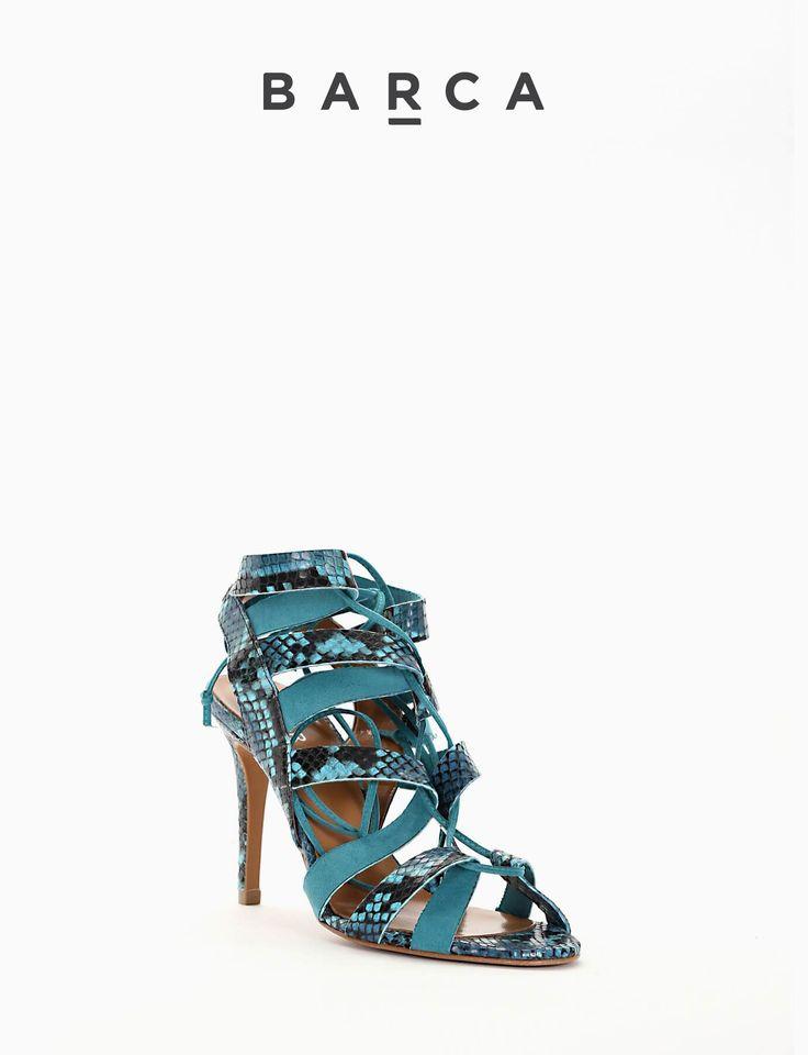 #Sandalo #tacco 90, fondo gomma e soletto in vera #pelle, tomaia in morbida pelle #stampa #cobra #colorato con #laccetto intrecciato tutta lunghezza che si chiude sulla caviglia.  COMPOSIZIONE FONDO GOMMA, SOLETTO VERA PELLE  CARATTERISTICHE Altezza tacco 9 cm  COLORE #JEANS  MATERIALE #PITONE