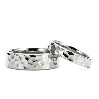 マルテッラート(型番ID:RC-282)の詳細ページです。結婚指輪・婚約指輪ならケイウノ。ブライダルリング(マリッジリング、エンゲージリング)やネックレス・ブレスレットやディズニー・メモリアル・メンズといった様々なアクセサリー・ジュエリーを取り扱っています。ジュエリーのアレンジ・フルオーダー・リフォーム・修理も、オーダーメイドブランドのケイウノにお任せください。