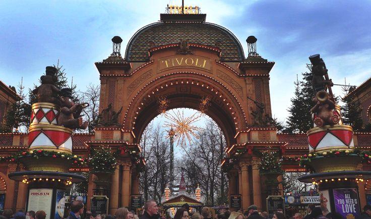 #tivoli #garden #tivoligarden #carousel #copenaghen #danish #danimarca #giostre #parco #giochi #København