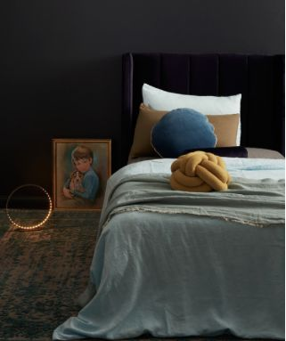 The Hugo bedhead comes in a navy colour.The soft velvet touch gives a rich and decadent opulence with timeless elegance.