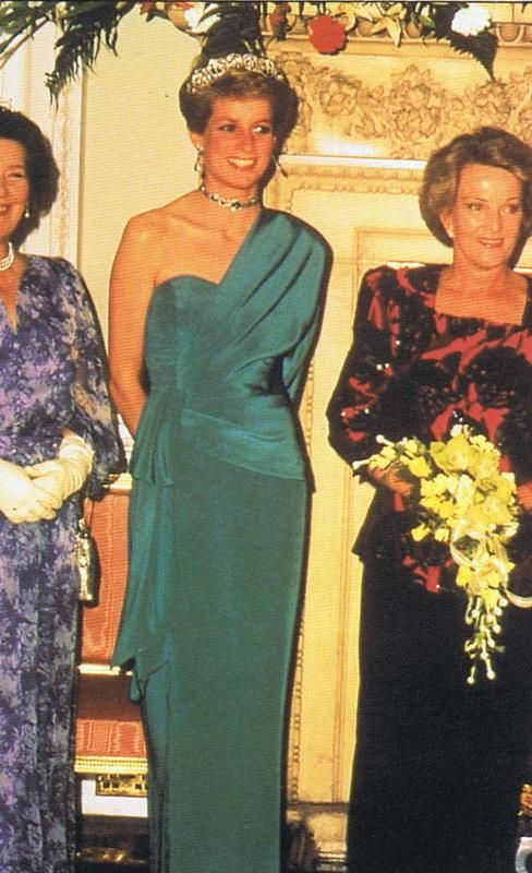 June 21 1989 Diana attends a Banquet at Mansion House hosted by the Lord Mayor of London honour of Robert Hawke, the Australian Prime Minister