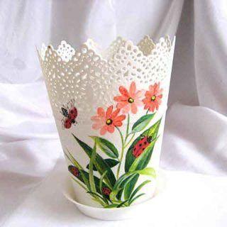 #Ghiveci plastic, cu #design de #flori #roz şi cu #buburuze - articol #casă şi #grădină. #Flower #pot with #pink #flower and #cucumber design - #house and #garden item. #핑크 #꽃과 #오이 #디자인 - #집과 #정원 #항목과 꽃 #냄비.
