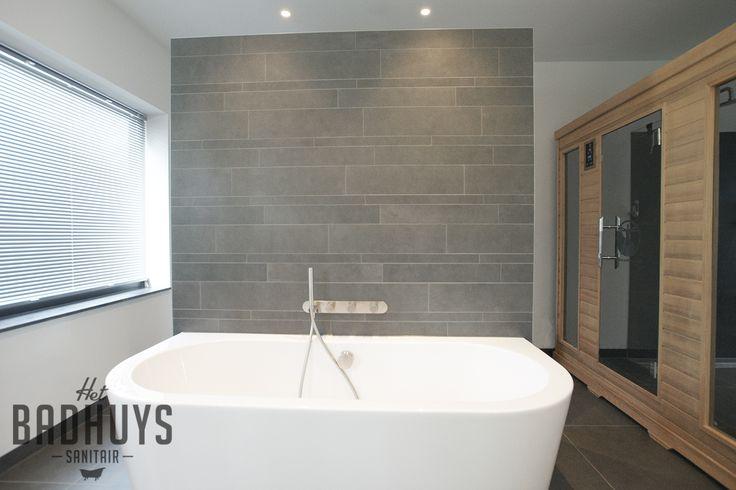 Moderne badkamer met sauna | Het Badhuys