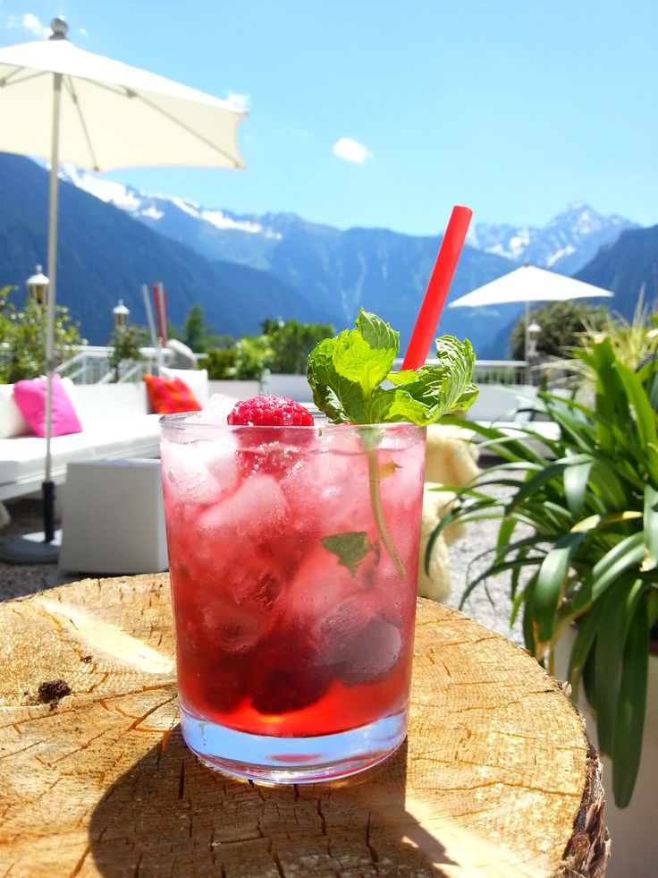 Life & Spa Hotel Stefanie | Boutique Hotel | Austria | http://lifestylehotels.net/en/life-spa-hotel-stefanie | outside, terrace, cocktail, fancy