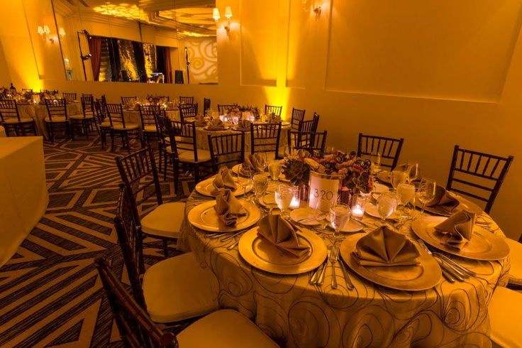 Love this neutral setting with a vibrant yellow uplit background