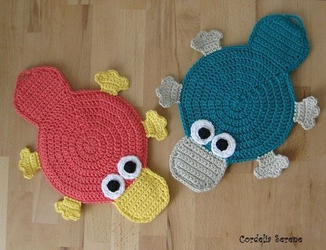 Check out these cute platypus potholders by Patalappumania.  Pattern ✿Teresa Restegui http://www.pinterest.com/teretegui/✿