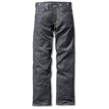 original working trousers invented in America in the 1930s. The makers, Pike Brothers, are now – yes, you read correctly! – to be found in Upper Bavaria. You notice the difference straightaway when you touch the cloth. 'Raw denim' has a unique feel to it: exceedingly rugged and very stiff. The jeans take some time to adapt to your leg contours, but soon after become like old friends. The genuine 11 oz denim is still produced on the old traditional looms, which are now, we have to admit…