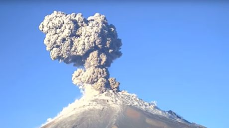 """Volcano spews plume of ash into the sky near Mexico City (PHOTOS, VIDEO) https://tmbw.news/volcano-spews-plume-of-ash-into-the-sky-near-mexico-city-photos-video  Footage of the moment the Popocatepetl volcano erupts, spewing a huge plume of ash into the air near Mexico City, has been posted online.Popocatepetl, meaning 'smoking mountain' in Aztec, erupted three times in the space of 24 hours across Thursday and Friday. The ash, described as """"moderate"""" and """"light"""" by civil protection…"""