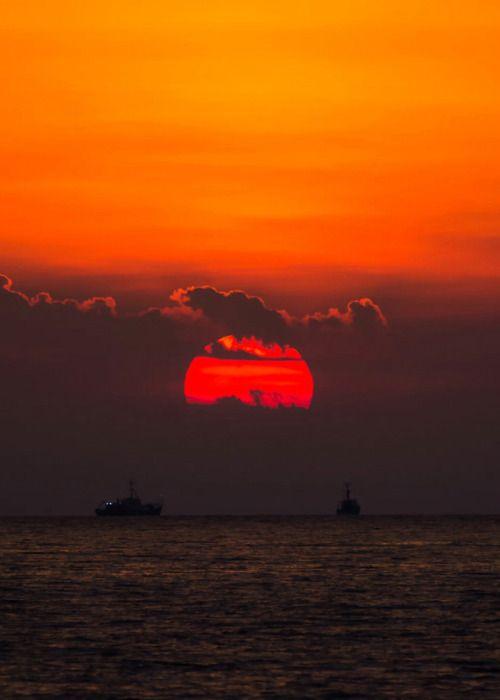 coiour-my-world: daybreak  Leszek photo eremius