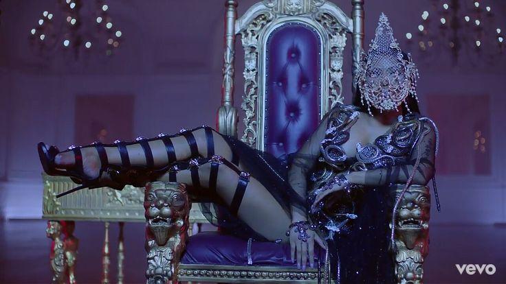 Nicki Minaj in No Frauds