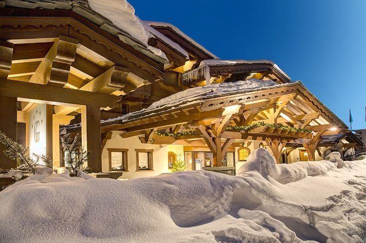 No coração dos Alpes Suíços, na região de Valais, um paraíso da neve! Com fácil acesso saindo de Geneve ou de Milão, um novo destino surge e promete arrancar suspiro pelas suas instalações, serviços, pistas e ambiente. Com inúmeras opções de restaurantes, passeios, cassinos, lojas das melhores marcas e todas as atividades de esportes de neve, O GUARDA GOLF abre sua temporada em alto estilo! #guardagolf #suíça #suica #alpes #cransmontana #keypartners #luxo