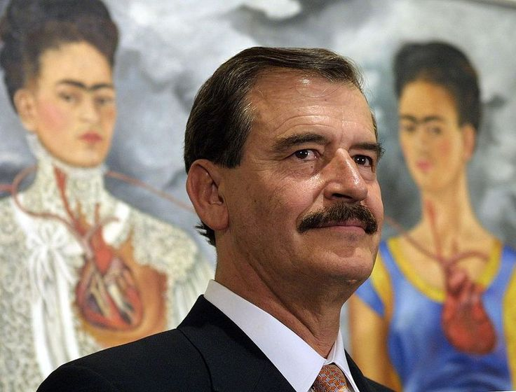 """Mexican President Vicente Fox Quesada tells Trump : """"I'm not going to pay for your f*cken wall !"""".(Photo credit should read GABRIEL BOUYS/AFP/Getty Images)"""