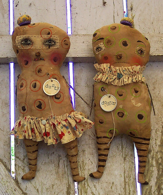 Yet another set of abnormal circus cuties - they have bottlecap pincushions for hats!